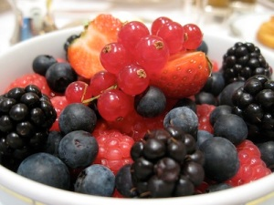 alain-ducasse-a-lhotel-plaza-athenee-red-breakfast-berries